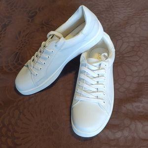 NWOT Sugar White Sneaker